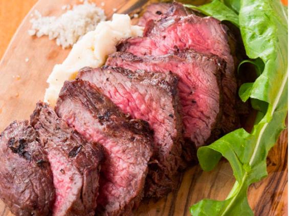 【レストラン紹介】肉好き必見!!お肉と多彩なワインが堪能できる肉バル?